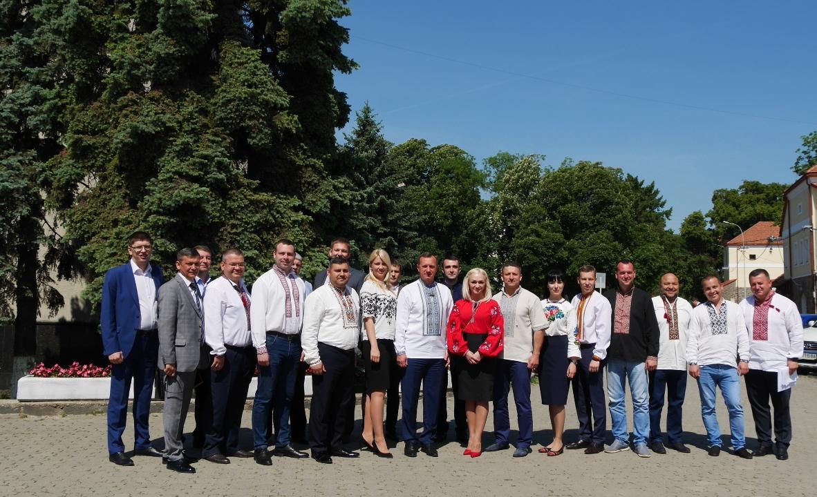 До відзначення Дня вишиванки – свята на підтримку давніх традицій  українського народу – долучилася й Ужгородська міська рада. de9011abe69b4